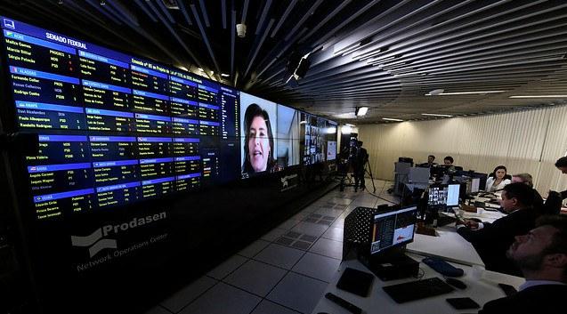 Imagem de votação realizada via internet, com senadores (Foto: Edilson Rodrigues/Agência Senado)