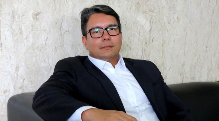 Foto de Fabricio Alves:  um dos profissionais que contribuiu para o texto da PEC que quer incluir a proteção de dados pessoais na Constituição, como um direito fundamental do indivíduo.