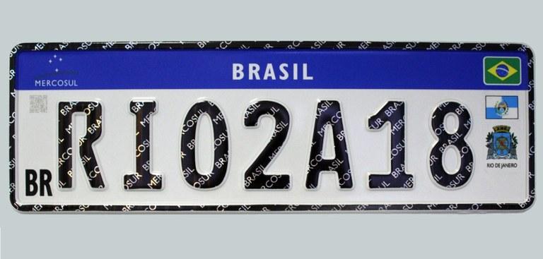 Imagem com o modelo de Placa Mercosul, adotada no Brasil