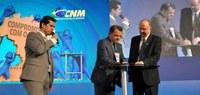 Serpro renova Acordo de Cooperação Técnica com a CNM em evento de presidenciáveis