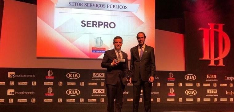 Caio Paes de Andrade recebe premiação  Melhores da Dinheiro 2019