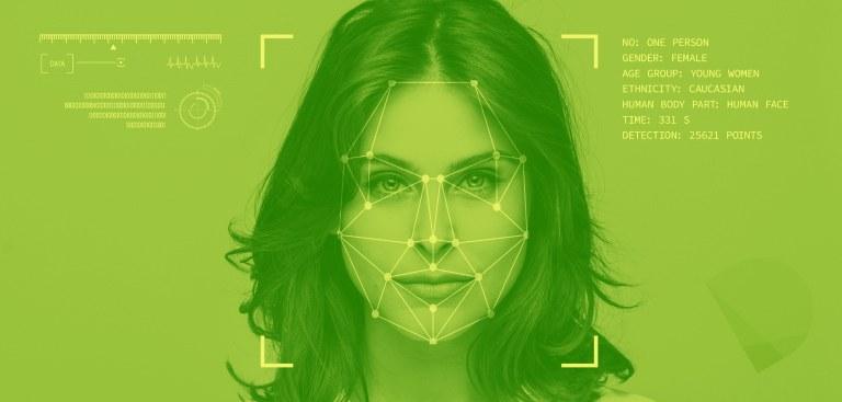 Imagem do rosto de uma mulher passando por processo de reconhecimento facial